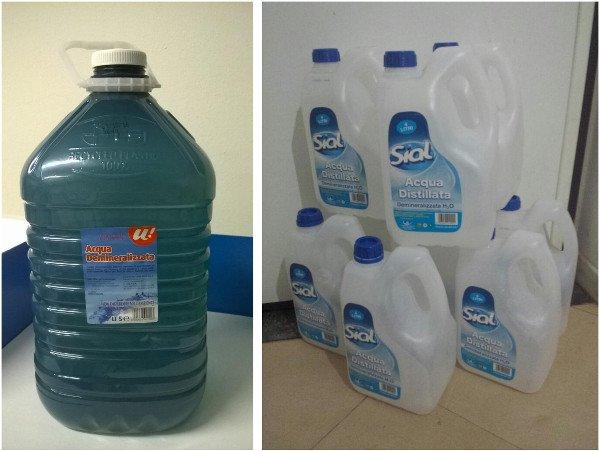 """Confezioni di acqua demineralizzata. A volte impropriamente chiamata """"distillata"""""""