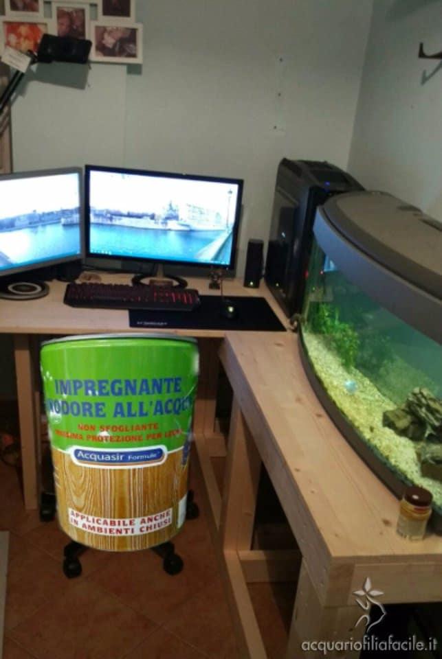 scrivania acquario trattata