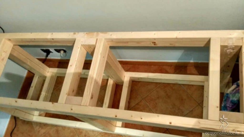 struttura scrivania acquario finita