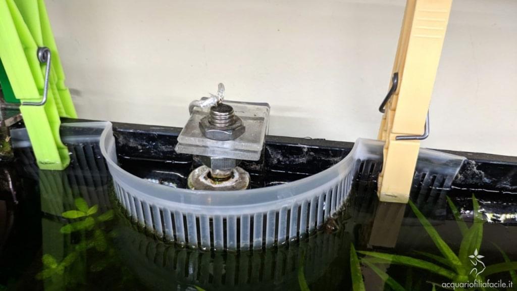 Fuscella a protezione del sensore di livello per il rabbocco automatico per acquario